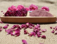 dried rose powder